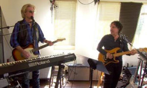 """HITMAKERS DARYL HALL AND JOHN OATES TELL """"CBS SUNDAY MORNING"""" THEY MET FOUR DECADES AGO THANKS TO A GUNFIGHT, AND THEY NEVER EXPECTED TO STILL BE PLAYING TOGETHER SO MANY YEARS LATER"""