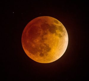 Blood Moon, Super Moon combine for one spectacularly bright lunar eclipse this fall