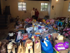 PUTNAM SHERIFF'S DEPARTMENT TOY DRIVE A SMASHING SUCCESS THANKS  TO A 90 YR OLD PUTNAM WOMAN